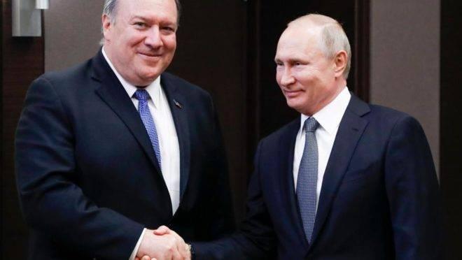 O presidente russo Vladimir Putin se encontra com o secretário de Estado americano, Mike Pompeo, na residência presidencial em Sochi, 14 de maio