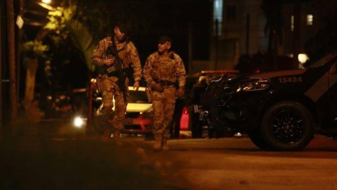 Policiais do Bope, da PM, durante e rebelião em Delegacia de São José dos Pinhais nesta semana