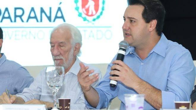 O governador Ratinho Junior em entrevista em Londrina.