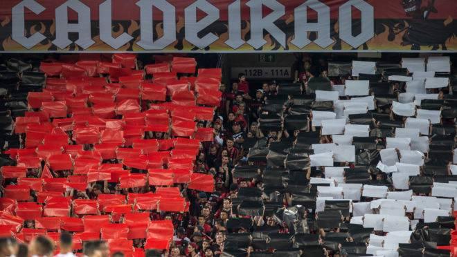 Athletico x Flamengo, em 2017, último mosaico da torcida na Arena.
