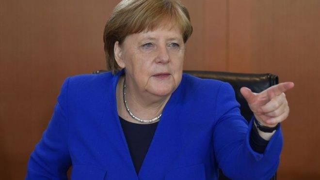 A chanceler alemã, Angela Merkel, em seu gabinete em Berlim, 15 de maio