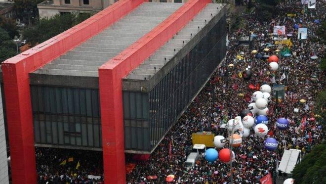 Protesto na tarde desta quarta-feira na avenida Paulista, em São Paulo. Foto: Nelson Almeida | AFP.