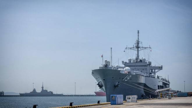 O USS Blue Ridge, da Marinha dos EUA, em Cingapura, em 9 de maio