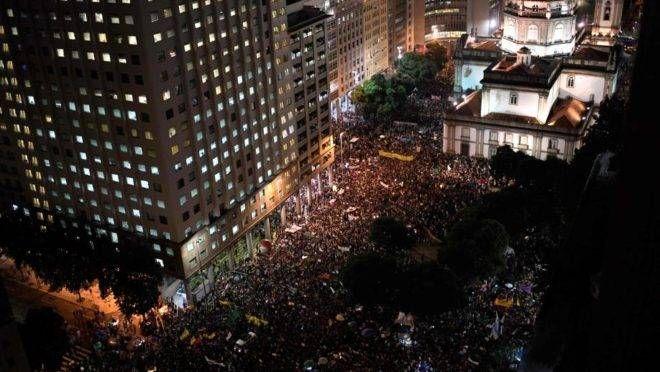 Protesto contra bloqueios no orçamento da Educação, no Rio de Janeiro.