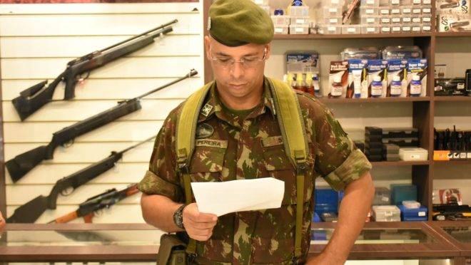 Exército terá mais duas equipes de fiscalização de comércio de armas no Paraná para atender  demanda após decreto assinado pelo presidente Jair Bolsonaro.