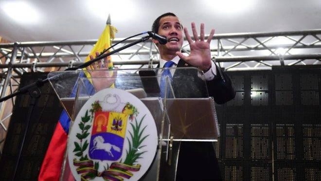 O presidente interino da Venezuela e líder da oposição, Juan Guaidó, em reunião na Câmara de Comércio de Caracas em que anunciou a libertação de Simonovis, 16 de maio