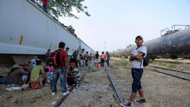 Rumo aos EUA, imigrantes da América Central fazem uma parada em Ixtepec, no estado de Oaxaca, no México