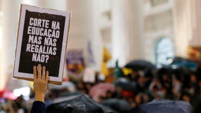 Protesto contra o bloqueio de verbas do Ministério da Educação: declarações do presidente Bolsonaro e do ministro Weintraub inflamaram movimento. Curitiba, PR, 15 de maio de 2019