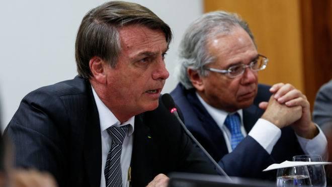 O presidente Jair Bolsonaro e o ministro da Economia, Paulo Guedes, em reunião com parlamentares em maio de 2019