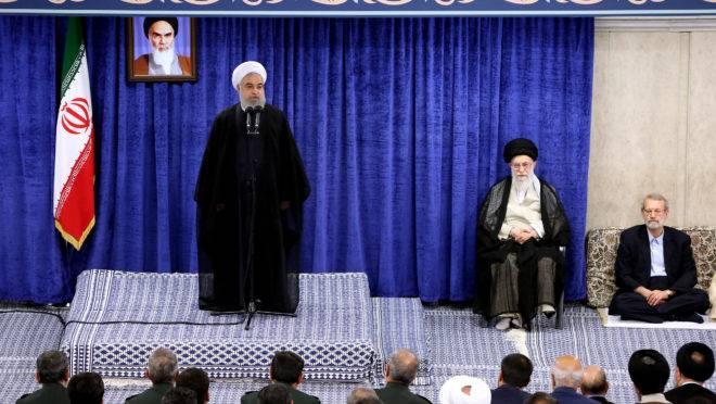 Presidente do Irã, Hassan Rouhani, discursa durante uma reunião do governo.