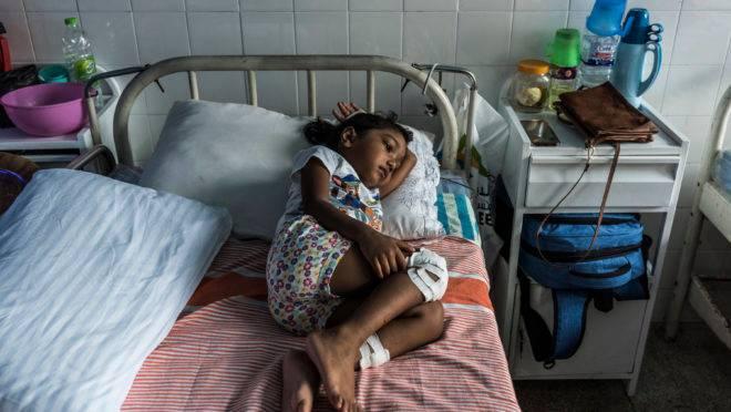 S. Diduni Nihansa, que foi ferida no atentado do domingo de Páscoa na Igreja São Sebastião, em um hospital em Colombo, Sri Lanka, em 29 de abril. Algumas crianças ficaram gravemente feridas nos atentados. Mas para muitas outras, testemunhas de cenas inimagináveis de massacre, as feridas são psicológicas