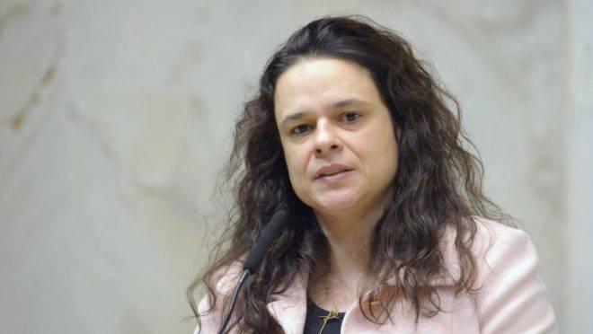 A imagem mostra a deputada estadual de São Paulo, Janaina Paschoal.