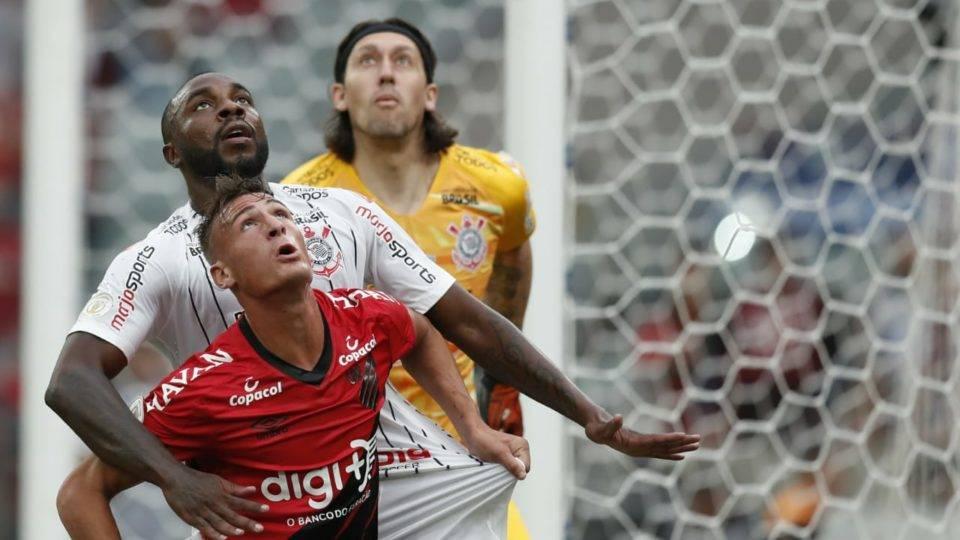 Com reservas e de olho na Recopa, Athletico perde para o Corinthians na Arena