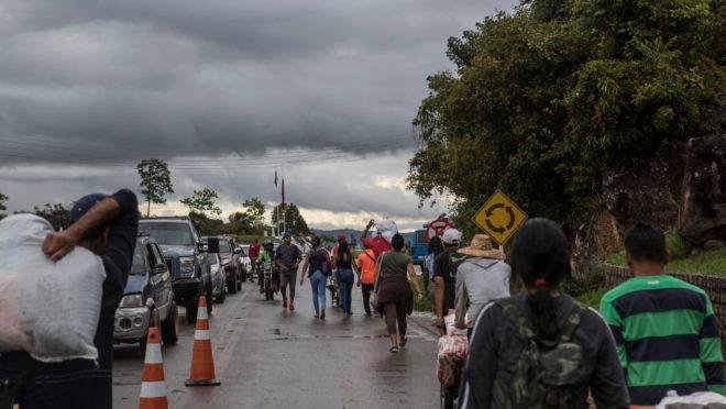 Depois da abertura da fronteira entre Brasil e Venezuela, venezuelanos retomam viagens para Pacaraima, em Roraima
