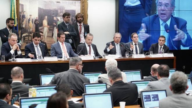 O ministro da Economia, Paulo Guedes, fala a deputados da comissão especial da Reforma da Previdência da Câmara.