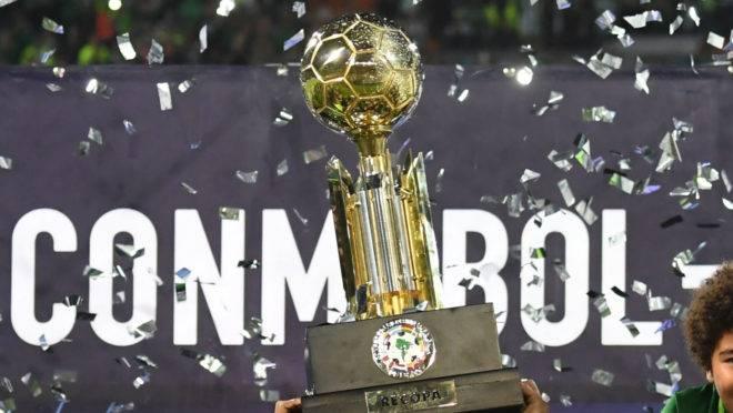 Troféu da Recopa Sul-Americana.