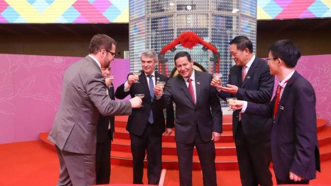 Mourão na Bolsa de Valores de Xangai