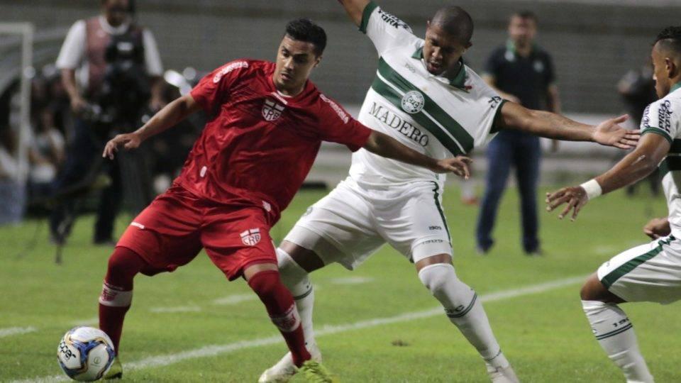 Rodrigão perde pênalti novamente e Coritiba é derrotado pelo CRB