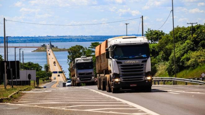 A Confederação da Agricultura e Pecuária do Brasil impetrou no STF medida cautelar contra reajustes na tabela de preços mínimos para o frete rodoviário pela ANTT. O pedido ocorre após a Agência autorizar, em 24 de abril, aumento de 4,13% nos fretes, depois da alta de 10,69% no diesel.