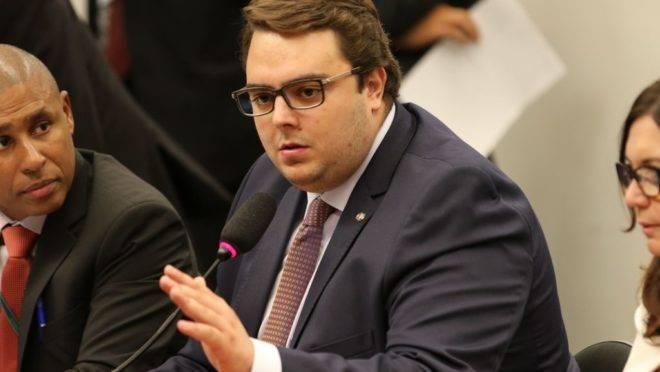 O presidente da Comissão de Constituição e Justiça (CCJ) da Câmara dos Deputados, Felipe Francischini, durante reunião do colegiado destinada a votar a reforma tributária.