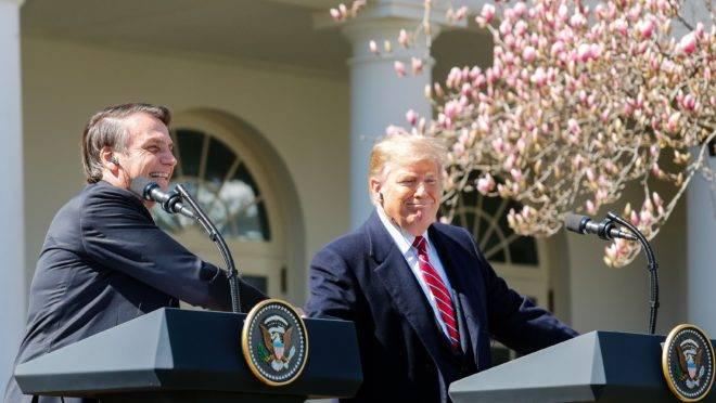 Trump e Bolsonaro durante coletiva de imprensa na Casa BrancaO presidente do Brasil, Jair Bolsonaro, e o presidente dos EUA, Donald Trump, durante uma entrevista coletiva no Rose Garden da Casa Branca, em Washington (EUA) em 19 de março