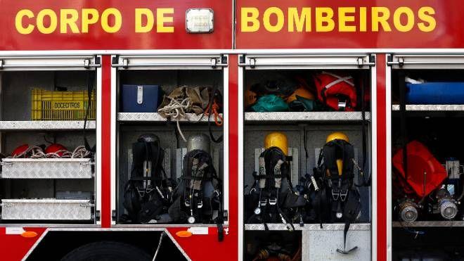 Dois caminhões do Corpo de Bombeiros atenderam a ocorrência no Ginásio do Tarumã.