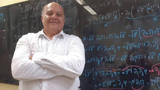 """Elcio Abdalla, coordenador do projeto e professor do Instituto de Física da USP: """"são como ondas do mar""""."""