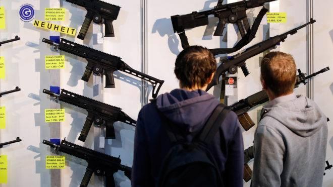 Suíça aprovou controle de armas mais rígido em referendo realizado em 19 de maio.