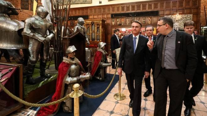 Presidente Jair Bolsonaro visitou o Castelo São João, em Recife, onde está coleção de armas brancas do Instituto Ricardo Brennand. Foto: Marcos Correa/PR