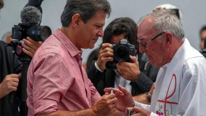 Apesar dos esforços do filósofo Terry Eagleton, o Papa João Paulo II refuta a ideia de que é possível ser marxista e cristão ao mesmo tempo - algo que Fernando Haddad tentou durante as eleições de 2018.