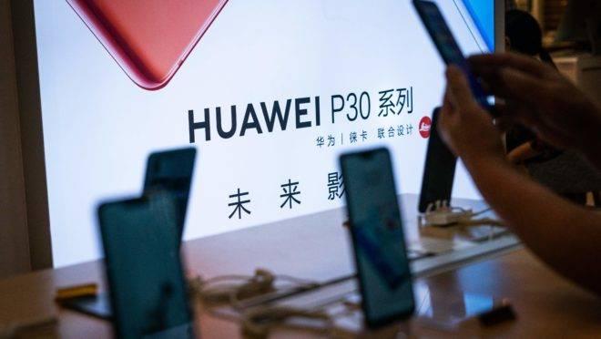 Smartphones da Huawei em uma loja, em Pequim, na China.