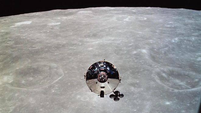 Imagem da NASA de 22 de maio de 1969 mostra o módulo de comando da Apollo 10 visto a partir do módulo lunar após a separação na órbita lunar