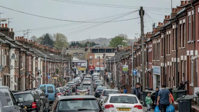 Um bairro de Luton, ao norte de Londres, Inglaterra, em 18 de abril de 2019. Segundo ex-membros do Al-Muhajiroun, uma das redes extremistas mais prolíficas da Europa, a cidade é uma das áreas em que a rede, co-fundada por Anjem Choudary, um dos clérigos islâmicos mais radicais do país, está se reagrupando
