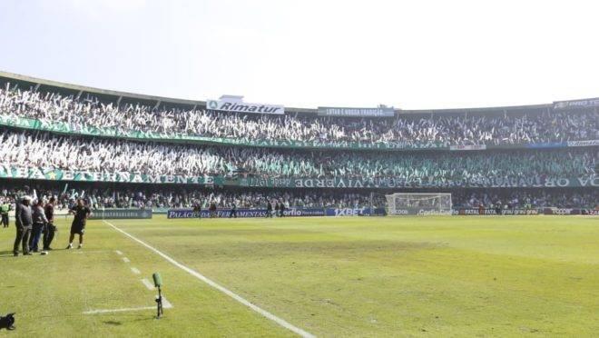 Couto Pereira com quase 40 mil torcedores no jogo entre Coritiba e Cuiabá.