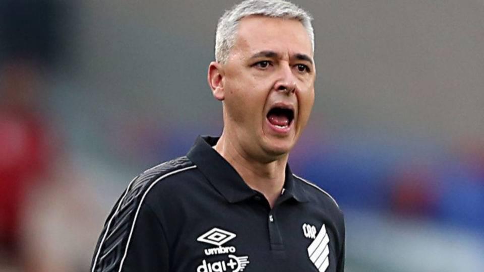 Nunes assume erro ao recuar Athletico na derrota para o Flamengo