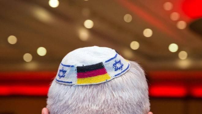 O comissário do governo alemão advertiu contra o uso de quipá no país