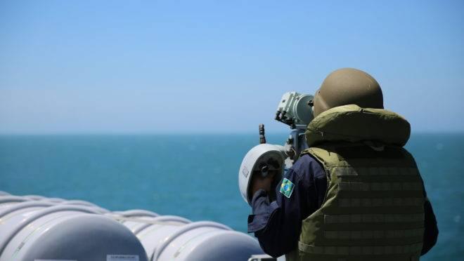 Militar da Marinha patrulha águas brasileiras. Foto: Marinha/Flickr