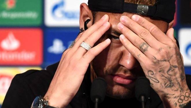 Neymar: fotos íntimas, versos de pagode, emojis e uma relação rápida que virou acusação de estupro.