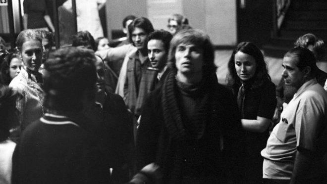 Nureyev chegando ao TM do Rio em 1971 Foto de Evandro Teixeira (Arquivos Globo)