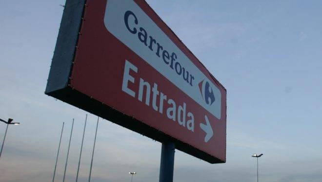 placa de entrada do Carrefour