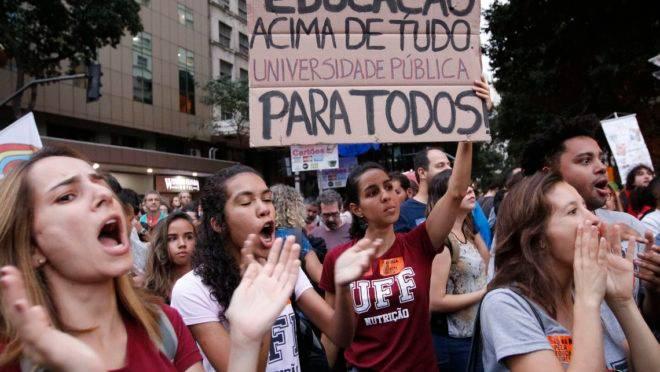 Manifestação contra cortes na educação em maio de 2019.
