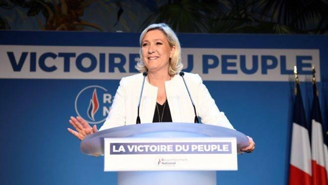 Marine Le Pen, presidente do partido Rassemblement National (RN), discursa após resultados preliminares das eleições ao Parlamento Europeu, em 26 de maio de 2019.