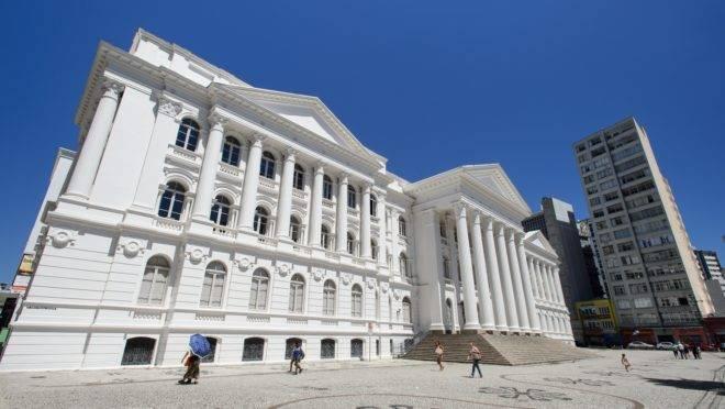 O concurso oferece vagas no setor administrativo da universidade em quatro municípios. (Divulgação/UFPR)