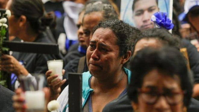 """Mulheres da associação """"Mães de Abril"""" participam de uma missa em homenagem a seus filhos mortos durante protestos contra o regime de Daniel Ortega na Nicarágua no dia das mães, 30 de maio de 2018"""