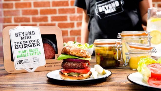 O primeiro produto da Beyond Meat, um hambúrguer à base de proteína de ervilha, estreou na seção de carnes dos 51 supermercados em outubro de 2016. Hoje está presente em 30 mil estabelecimentos nos EUA e Canadá.