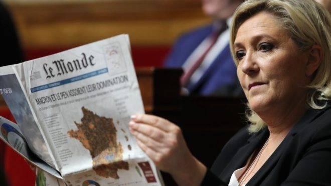 Marine Le Pen em sessão de perguntas ao governo na Assembleia Nacional, em Paris, 28 de maio