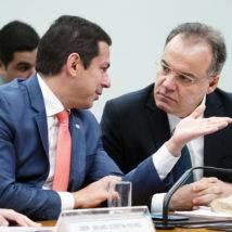 Inclusão de estados e municípios trava votação da Previdência na comissão especial