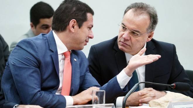 Marcelo Ramos (PL-AM, à dir.), presidente da comissão especial, e Samuel Moreira (PSDB-SP), relator
