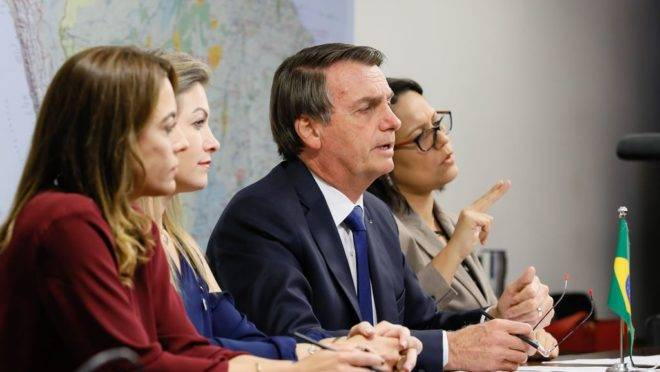 Bolsonaro admite vetar gratuidade das bagagens nas aéreas