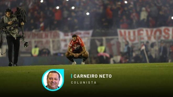 Bruno Guimarães lamenta derrota para o River Plate.